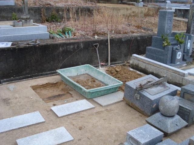 ② 墓石の解体と引き取り