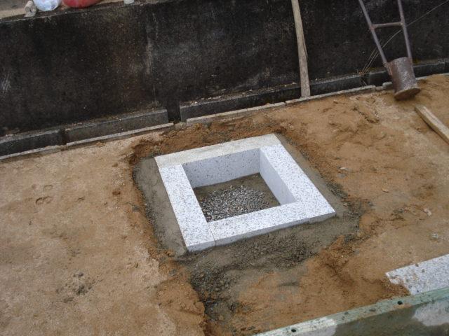 ③ 石棺の設置