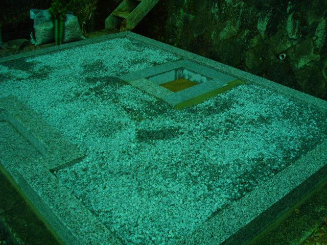 ⑦ 石棺の設置
